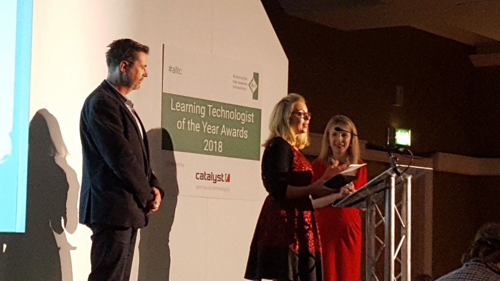 Lisa Donaldson from DCU accepts the ALT Learning Technologist of the Year Team Award
